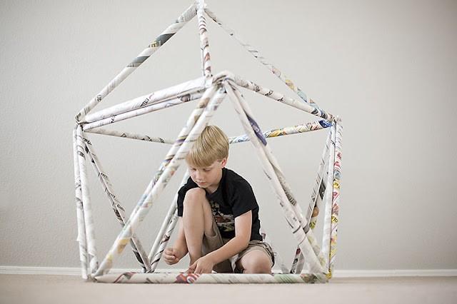 新聞紙を使って遊びながら楽しめるビルディングブロックをDIY!